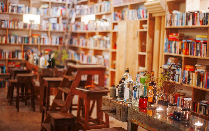 literary-man-hotel-50000-books-portugal -11