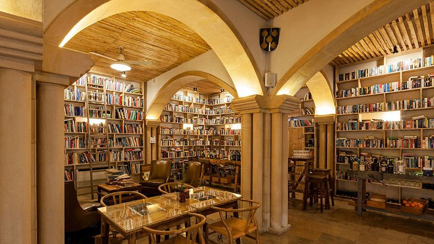 literary-man-hotel-50000-books-portugal -2