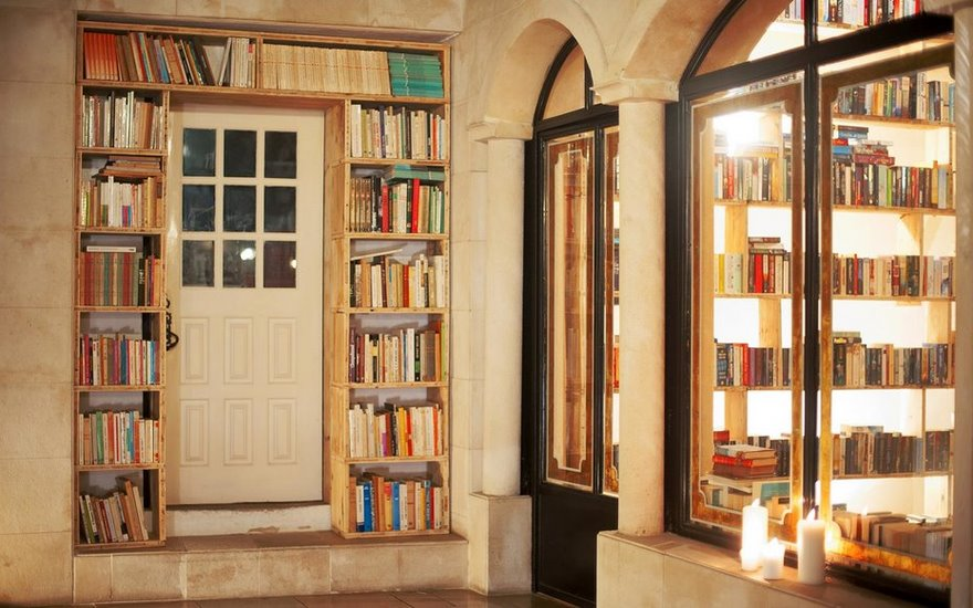literary-man-hotel-50000-books-portugal -3