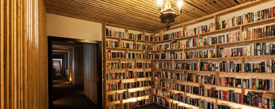 literary-man-hotel-50000-books-portugal -6