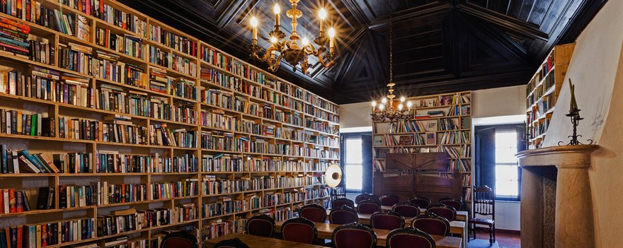 literary-man-hotel-50000-books-portugal -7