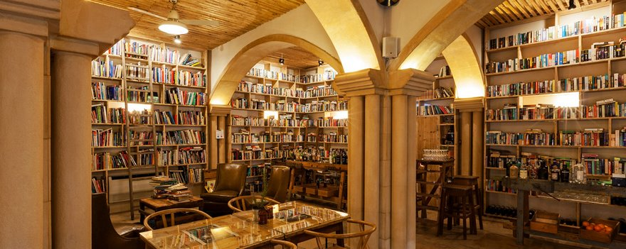 literary-man-hotel-50000-books-portugal -8