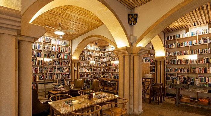 Este hotel con 50.000 libros es el sueño de todo ratón de biblioteca