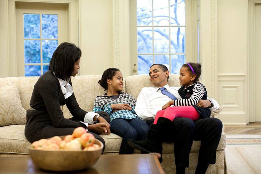 Obama Family In The Oval Office