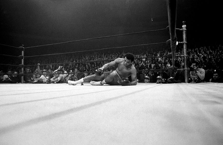 Ali Stood Toe To Toe With Frazier And Slugged It Out As If Determined To Prove He Had Heart, That He Could Stand Up To Punishment. Frazier Won A 15-round Decision, But Both Men Suffered Noticeable Physical Damage