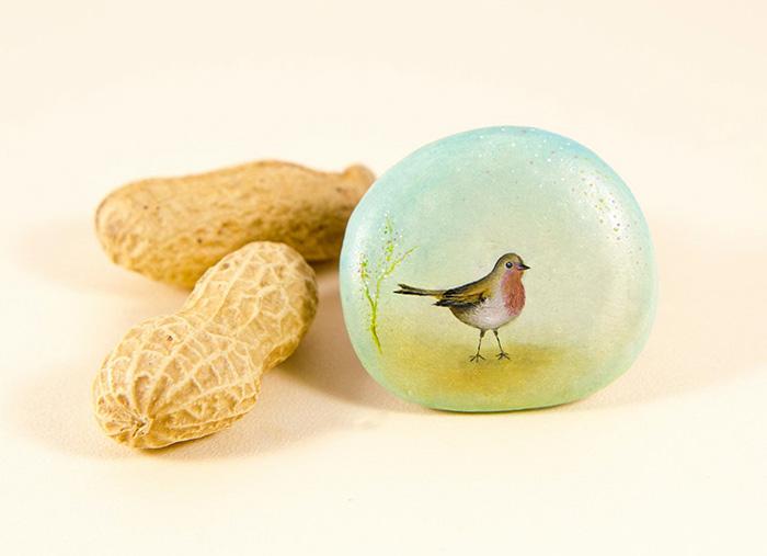 I Create Miniature Worlds Of Tiny Creatures On Stones