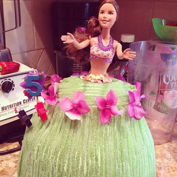 I'm A 23 Year-Old Single Father Of 2 And This Is My First Attempt At A Hula Girl Cake For My Little Girl's Birthday