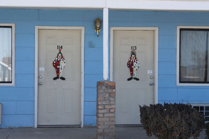 the-clown-motel-tonopah-nevada-10