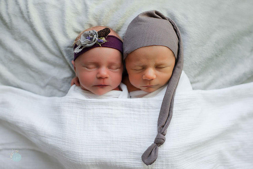 twin-photoshoot-newborn-final-moments-william-brentlinger-lindsey-brown-2