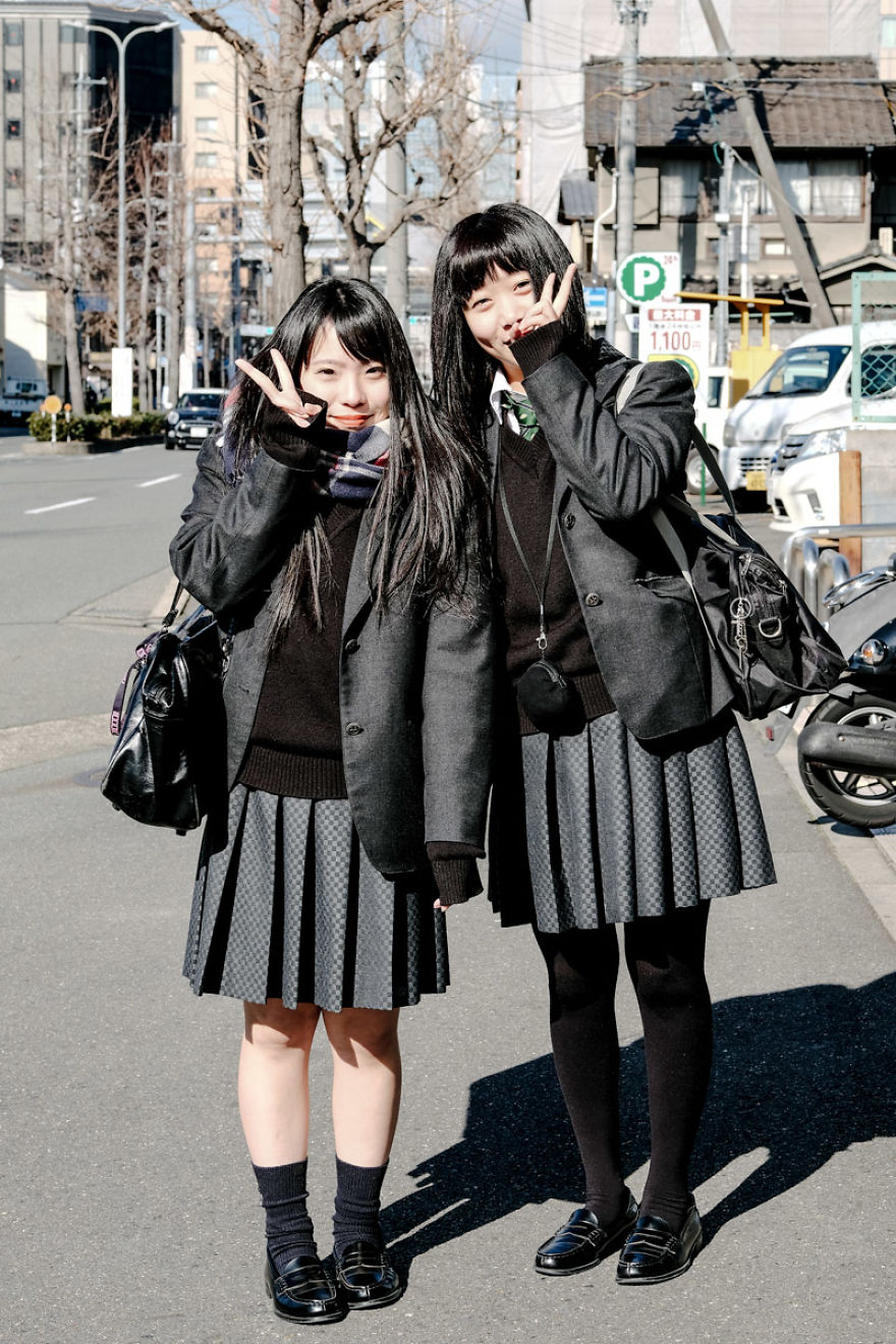 Japanese Schoolgirls Say Hi!