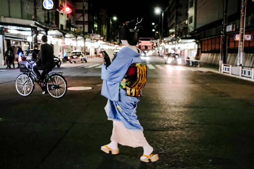 Maiko Crossing Road In Kyoto