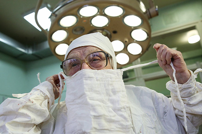 89-year-old-surgeon-alla-ilyinichna-levushkina-10