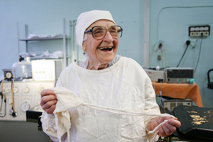 89-year-old-surgeon-alla-ilyinichna-levushkina-12