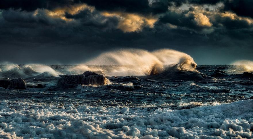 Frozen Surf