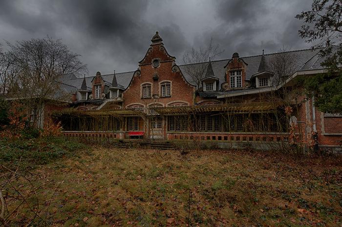 I Photographed Creepy Abandoned Asylum