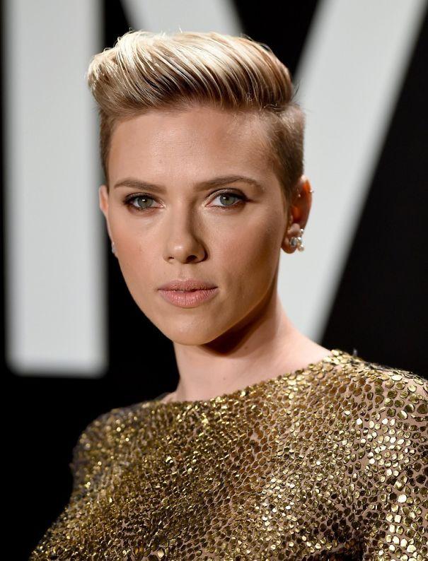 Scarlett-Johansson-Short-Hairstyles-Fauxhawk-58b080f090063.jpg