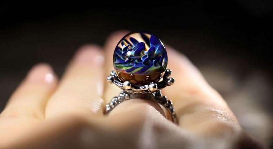 8 Perhiasan Lampwork Cosmic dari Marina Berulava, Unik dan ...