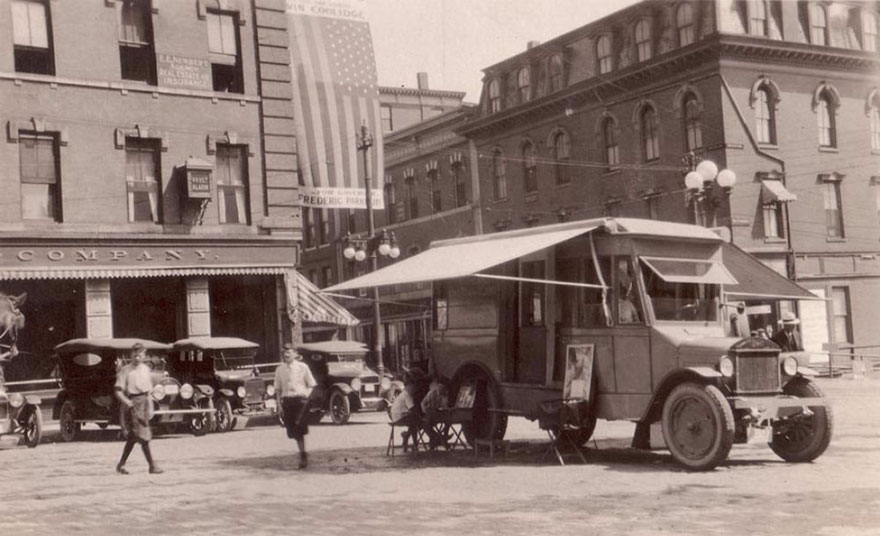 The Book Caravan, One Of The First Traveling Bookshops, 1920.