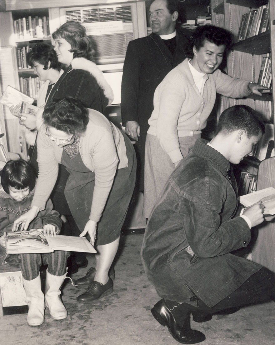 Patrons Visiting The Bookmobile In 1962, Assisted By Mrs. James B. Wilson And Mrs. William H. Gary