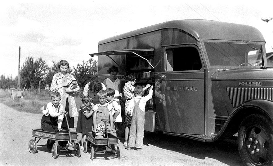 Bookmobile, 1930s