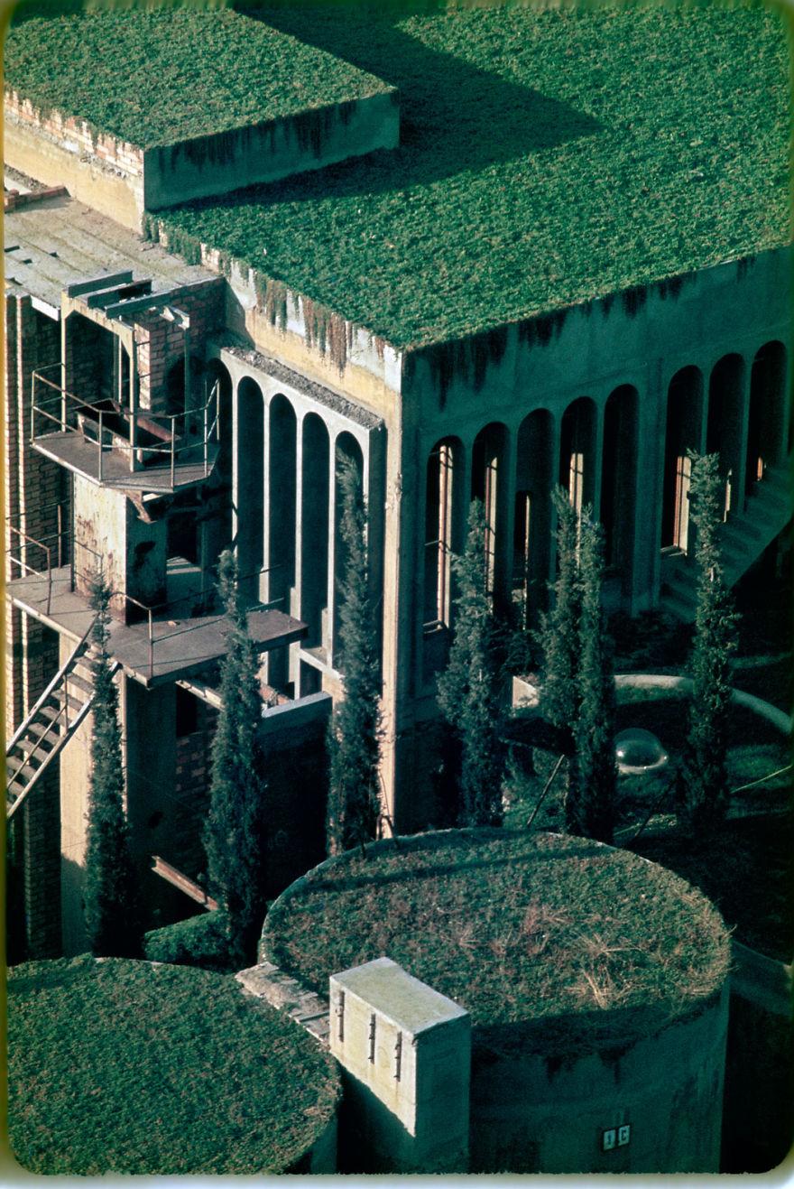Как превратить цементный завод в роскошный особняк   cement factory renovation la fabrica ricardo bofill 58b3e79e53f27  880
