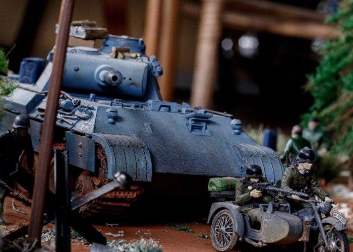 Russian Artist Creates Detailed Military Miniatures