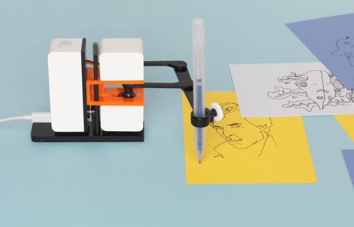 We Created A Drawing Robot Which Copies What You Draw On Screen