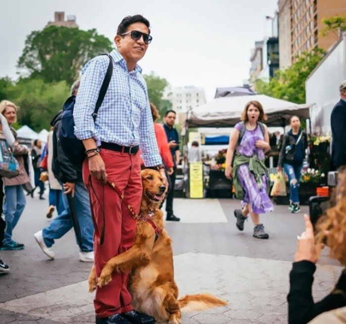 dog-gives-hugs-louboutina-retriever-new-york-3