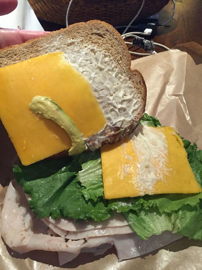 Pagué 2$ Extra Para Que Pusieran Aguacate En Este Sandwich