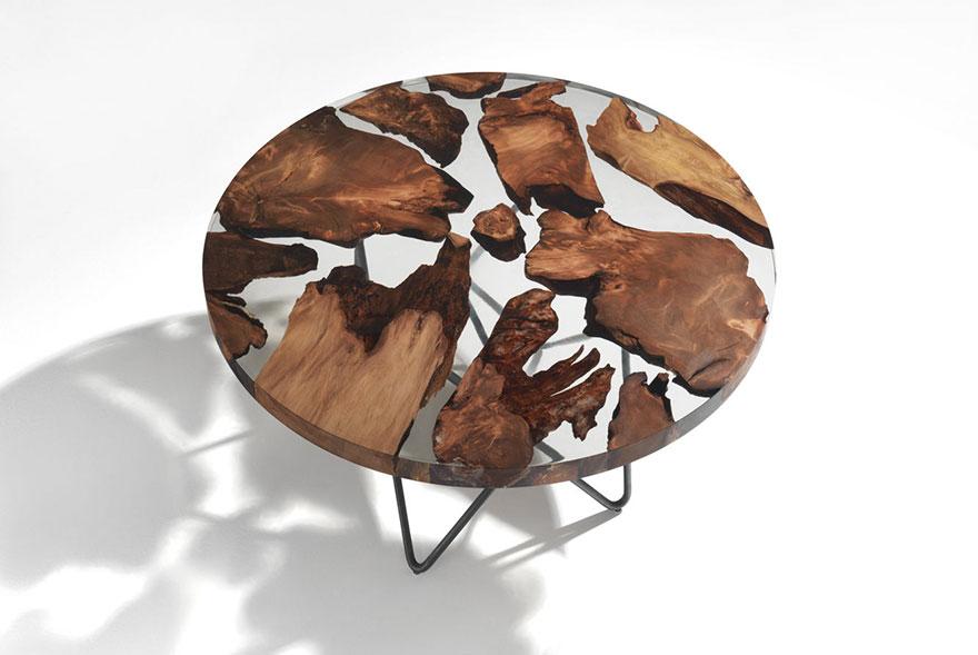 Essa mesa de resina é feita com madeira com mais de 50.000 anos de idade
