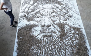 """""""Painting"""" A Portrait With 20,000 Seeds"""