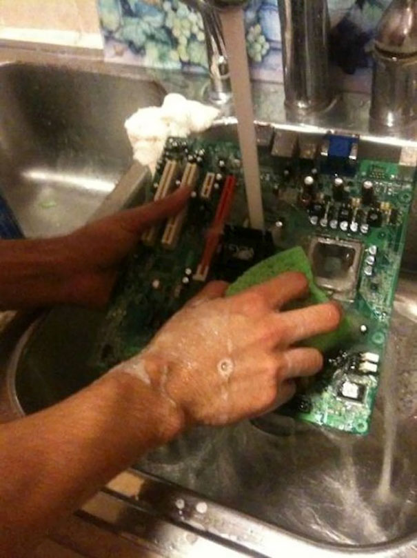 Don't Waste Money On A Can Of Air, Just Wash Your Dusty Motherboard With Your Dishes