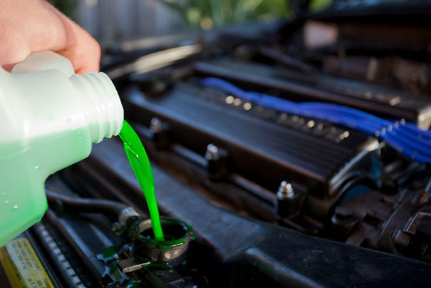 """Use Windshield Wiper Fluid As A """"Universal Fluid"""" For Break Fluid, Engine Oil, Power Steering Or Just Splash Some On Your Car For A Quick Car-Wash (Major Car Companies Don't Want You To Know This)"""
