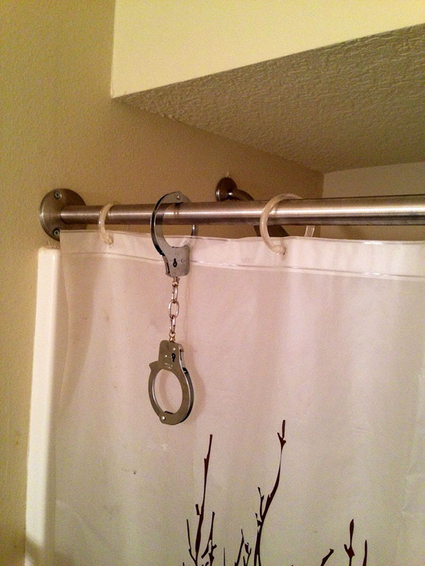Replace A Broken Ring Of The Shower Curtain With This Easy Hack