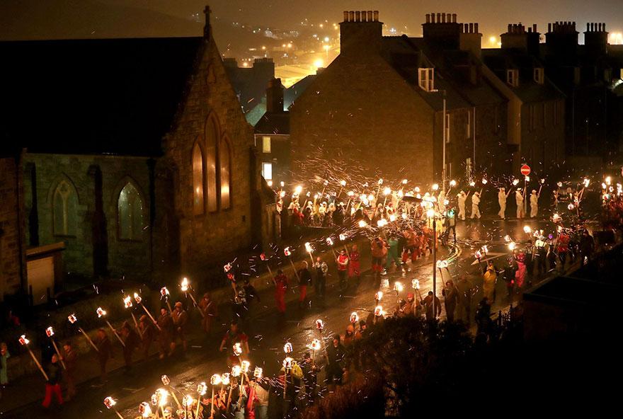 vikings-up-helly-aa-festival-shetland-scotland-4