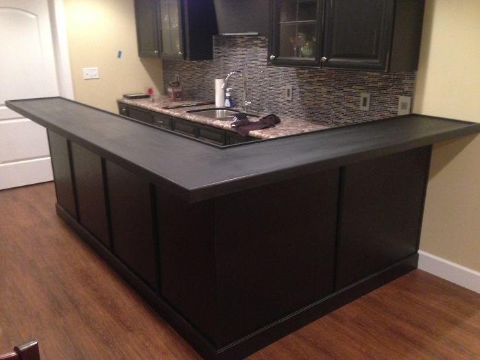 One creative man decided to redo his kitchen, making its countertop the most impressive feature