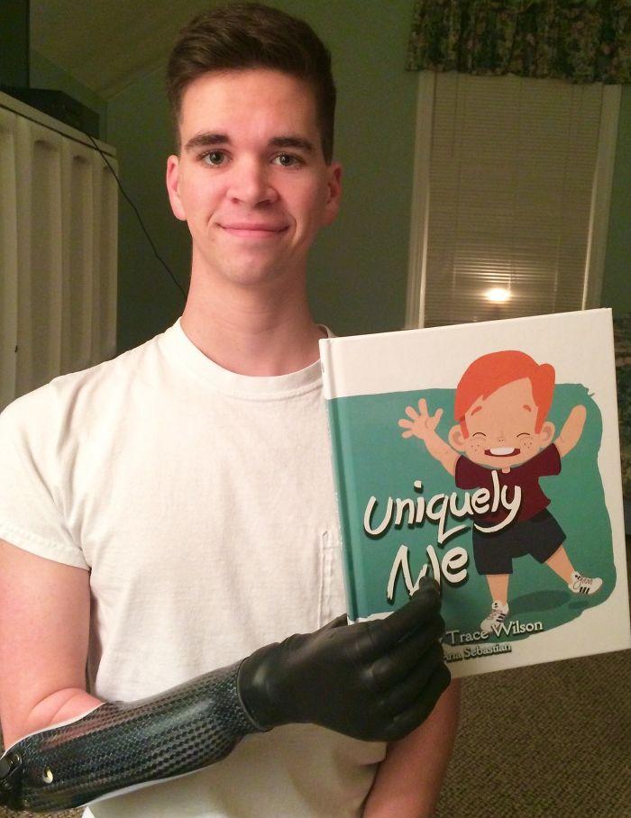 Hoy he sostenido mi libro con mi mano derecha por 1ª vez