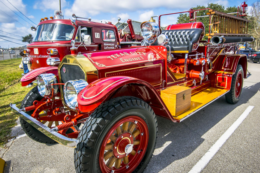 Old Firetruck By Alberto Lama