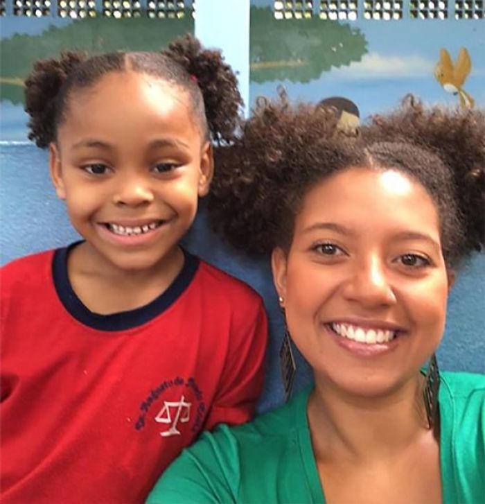 Esta profesora cambió de peinado para apoyar a esta alumna con quien se metían