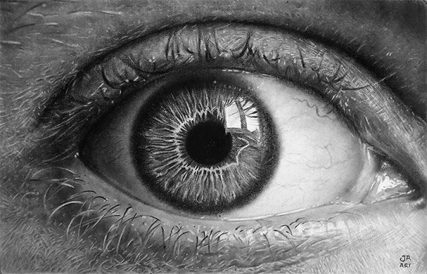 I Make Realistic Charcoal And Graphite Drawings