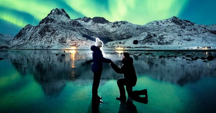 adb2cf4b604a Photographer Proposed To His Girlfriend Under The Northern Lights And The  Photos Are Breathtaking