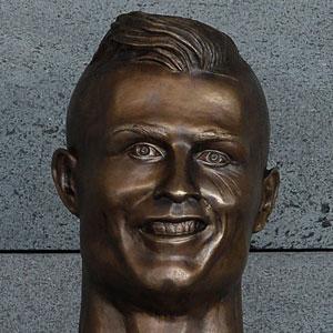 10 Divertidas reacciones a la nueva estatua de Cristiano Ronaldo
