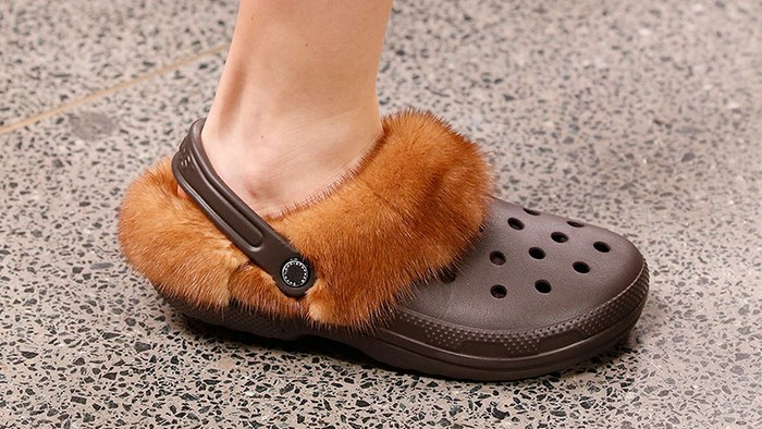 furry-crocs-christopher-kane-04