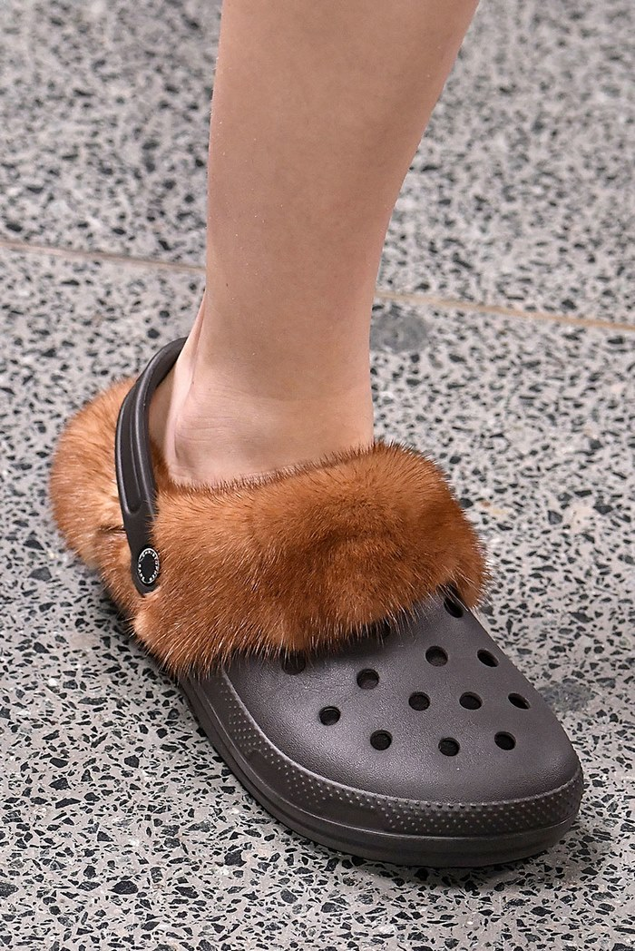 furry-crocs-christopher-kane-09