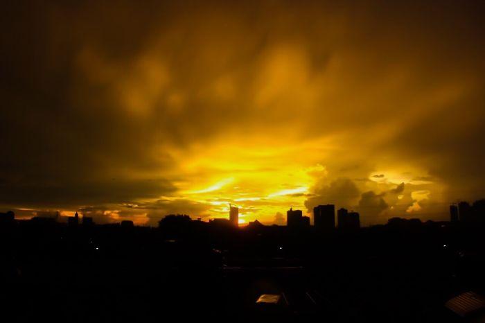 I Captured The Golden Sunset In Jakarta