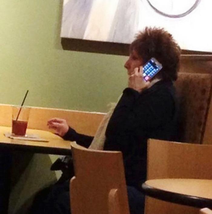 Cuando la abuela no te oye por teléfono