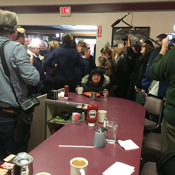 Zero F*cks Given By Lady At A Diner In NH, Where Carly Fiorina Was Talking