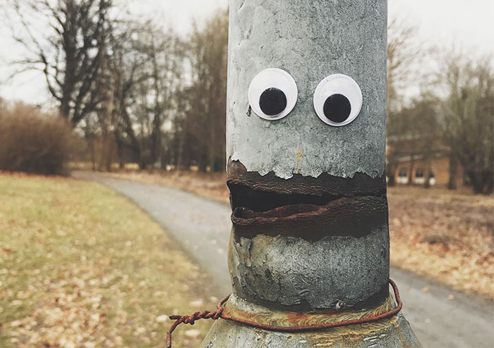 Some Hero Is Putting Googly Eyes On Miserable Objects, And His Photos Are Going Viral