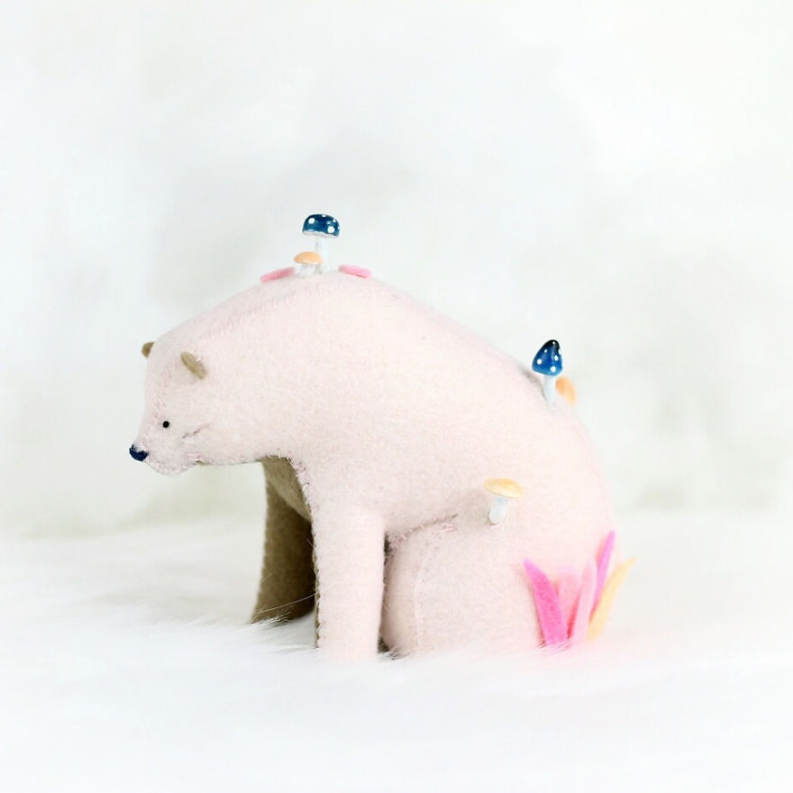 Soft-sculpture-bears-pastyourporchlight