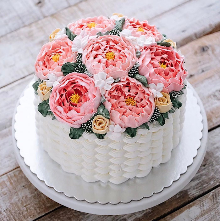 Spring-colourful-buttercream-flower-cakes